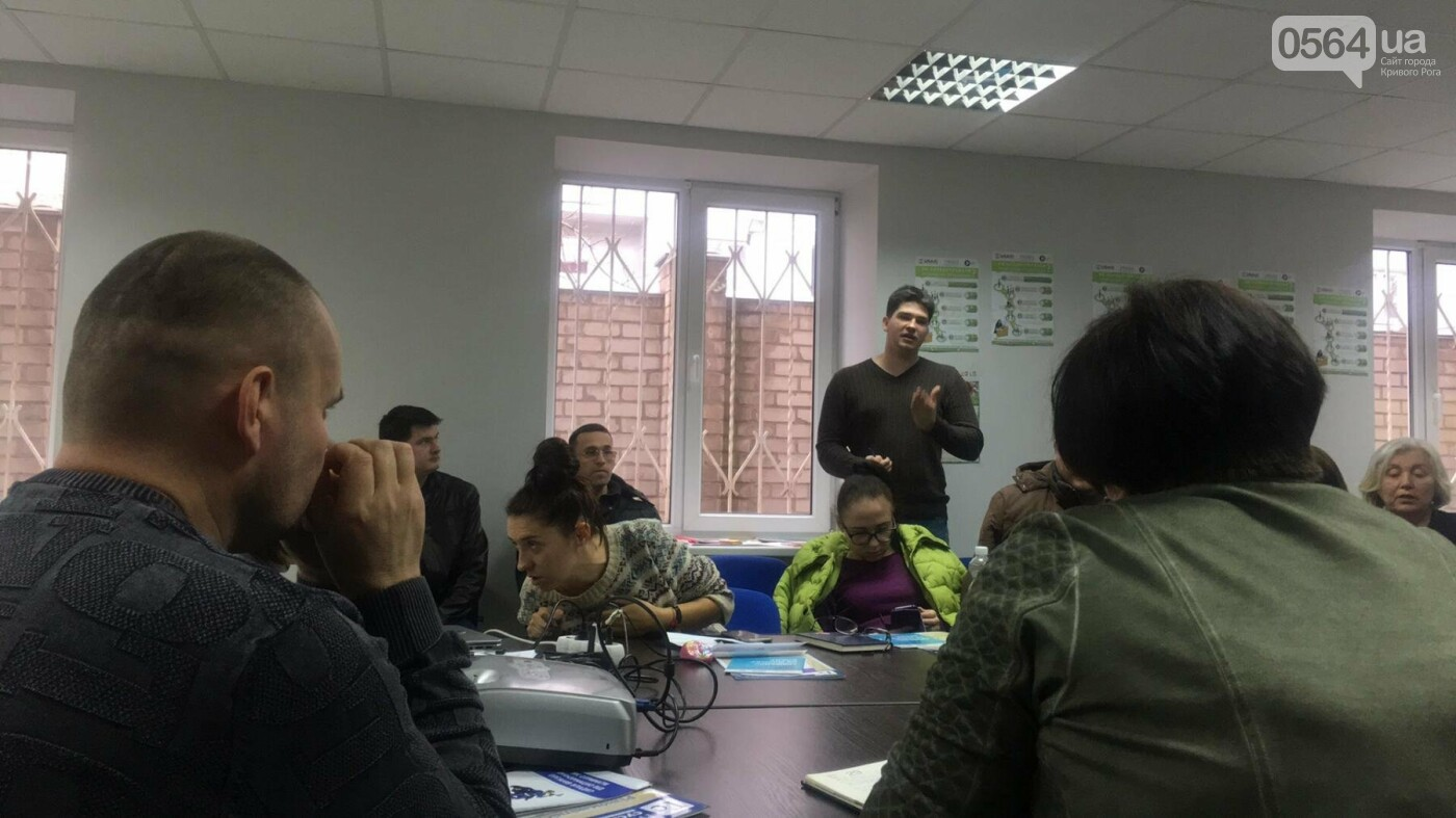 Криворожане обсудили, чем может быть полезен депутат и чем могут быть полезны активисты (ФОТО), фото-38