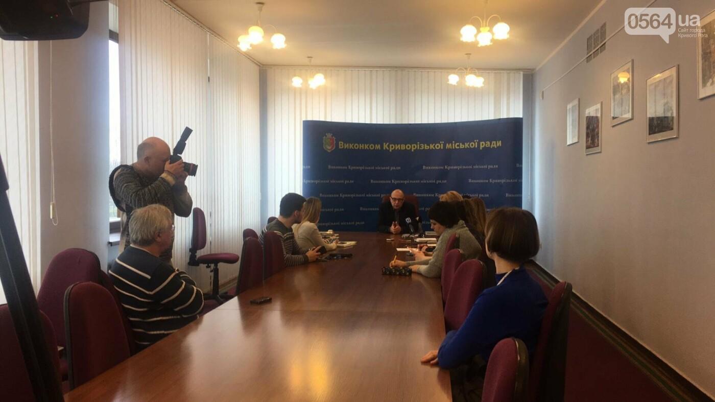 За несколько часов 885 криворожан выбрали семейного врача и подписали с ним декларацию (ФОТО), фото-5