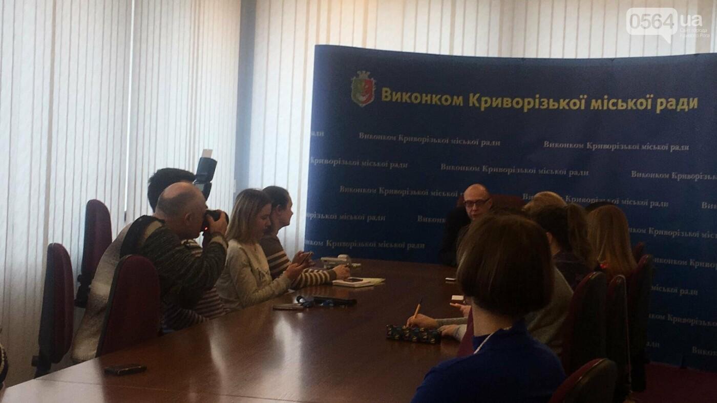 За несколько часов 885 криворожан выбрали семейного врача и подписали с ним декларацию (ФОТО), фото-6