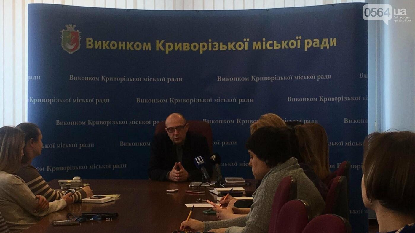 За несколько часов 885 криворожан выбрали семейного врача и подписали с ним декларацию (ФОТО), фото-2