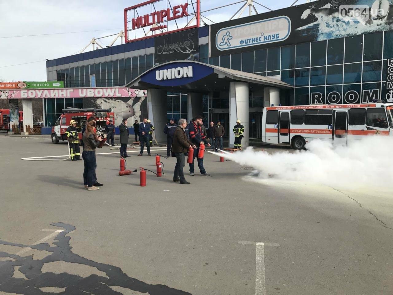 В Кривом Роге спасатели тренировались тушить пожар в ТРЦ  (ФОТО, ВИДЕО), фото-10