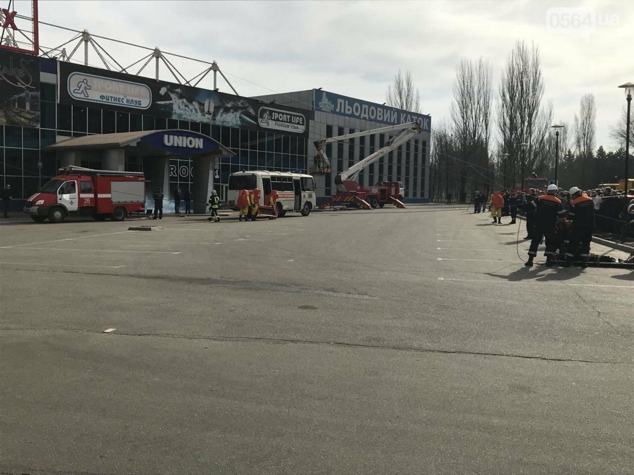 В Кривом Роге спасатели тренировались тушить пожар в ТРЦ  (ФОТО, ВИДЕО), фото-9