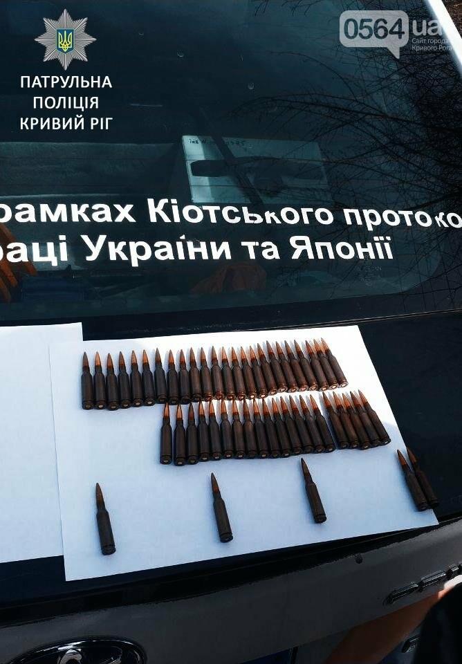 Криворожские патрульные задержали мужчину с полными карманами патронов (ФОТО), фото-2