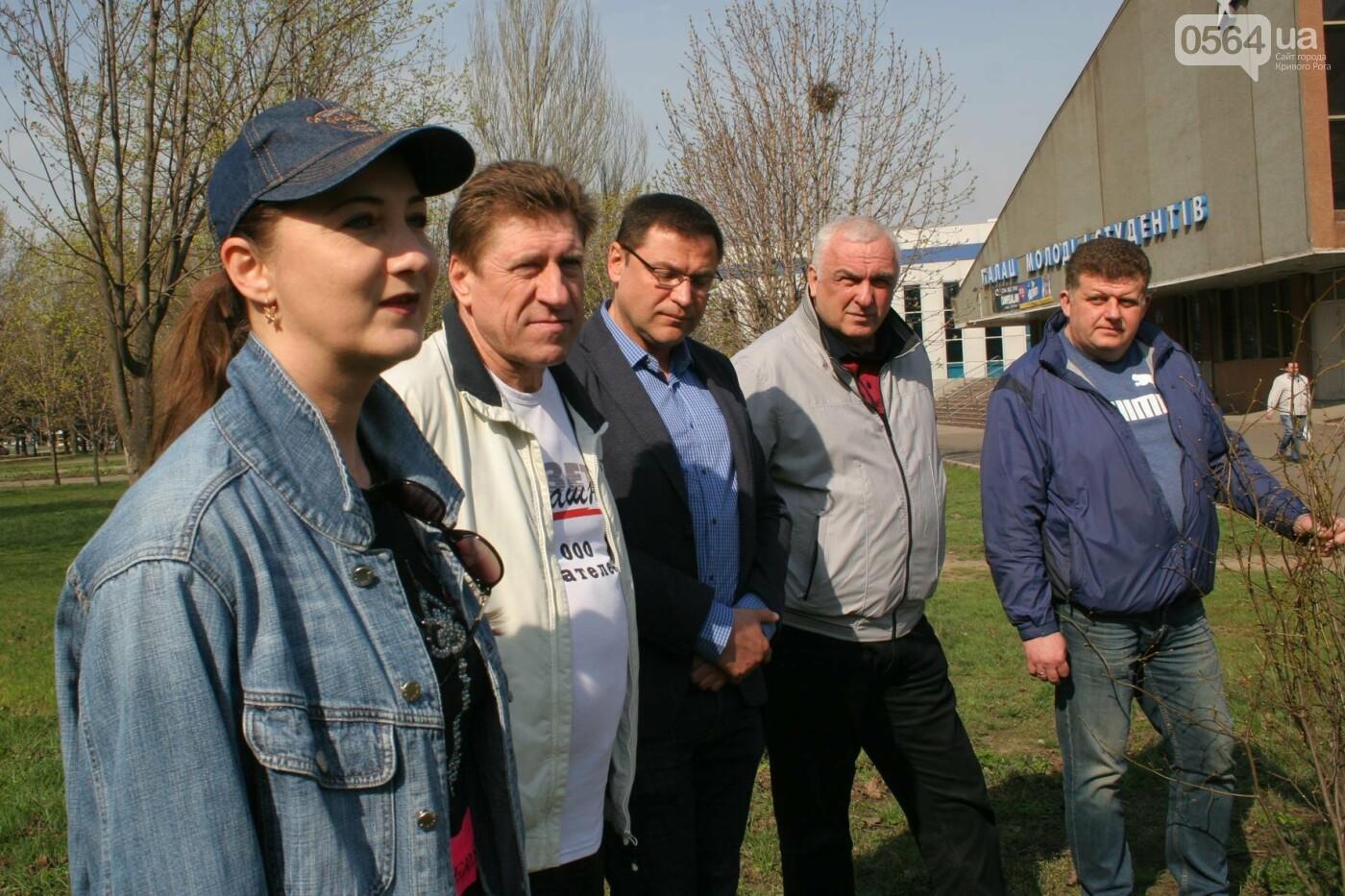 Криворожские журналисты с друзьями высадили более сотни деревьев и вывезли 4 грузовика мусора (ФОТО), фото-7