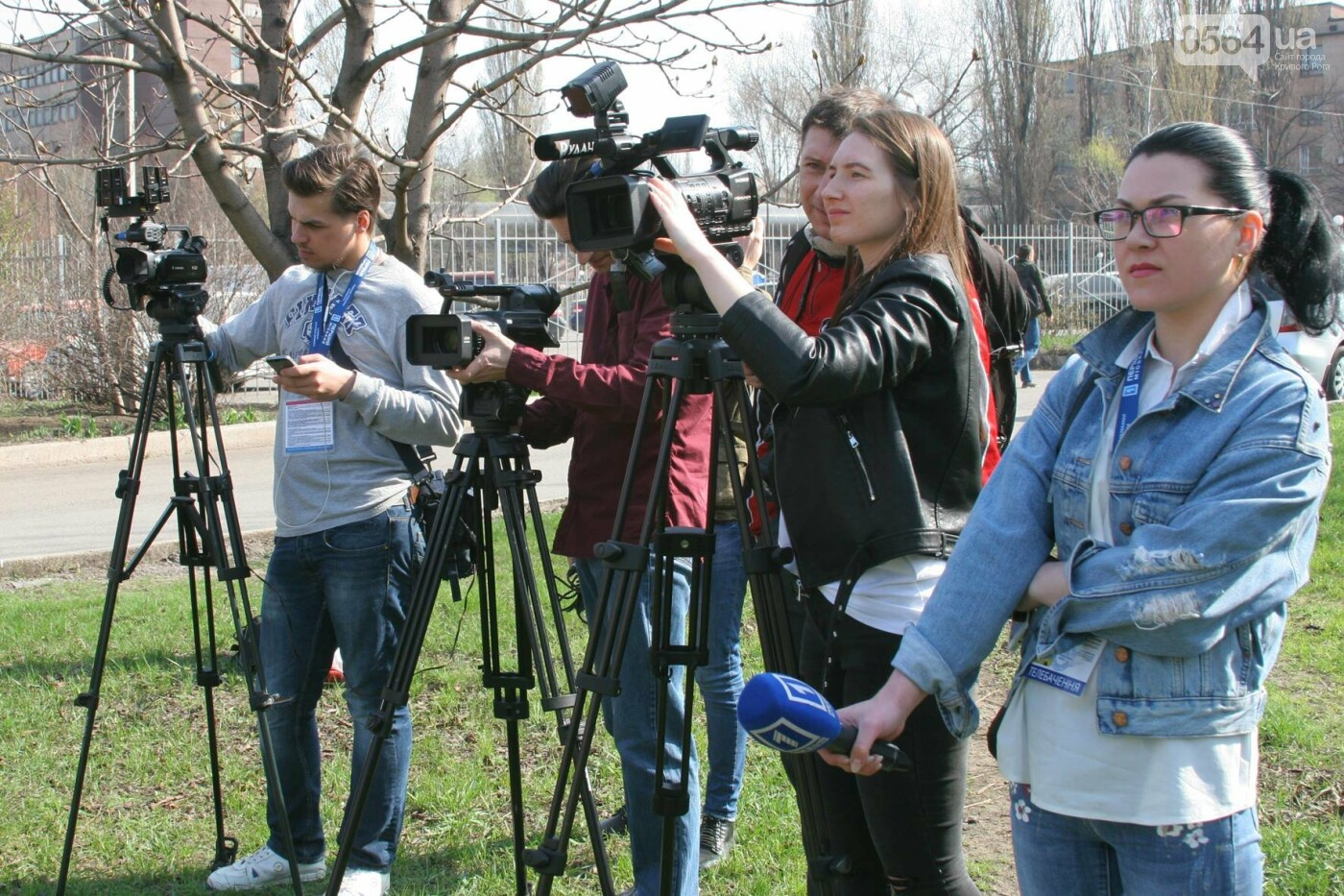 Криворожские журналисты с друзьями высадили более сотни деревьев и вывезли 4 грузовика мусора (ФОТО), фото-12