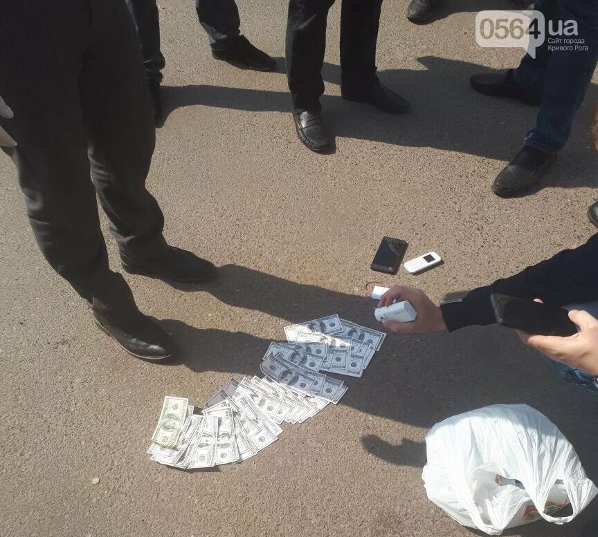 В Кривом Роге задержали двух полицейских на взятке 8 тысяч долларов (ФОТО), фото-2