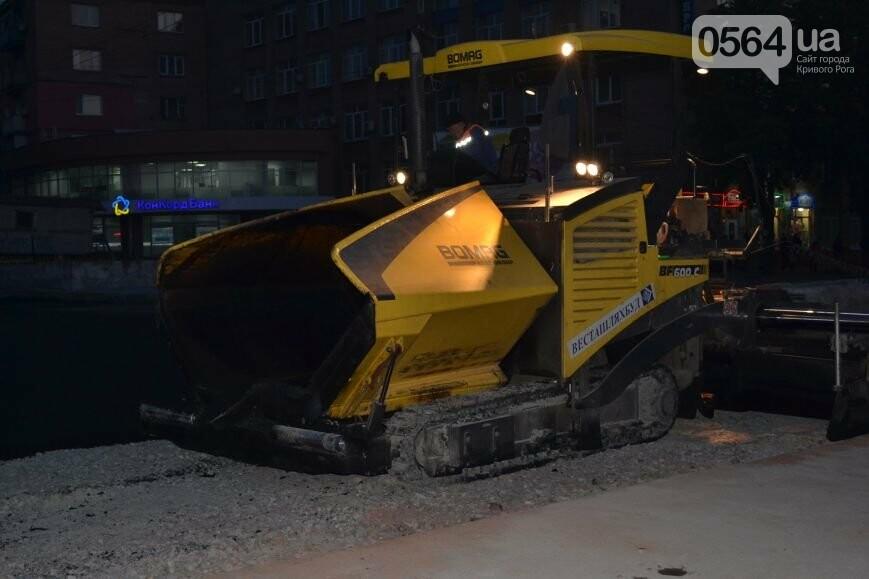 В Кривом Роге ремонтируют участок, на котором 2 с половиной года назад укладывали асфальт ночью (ФОТО), фото-10