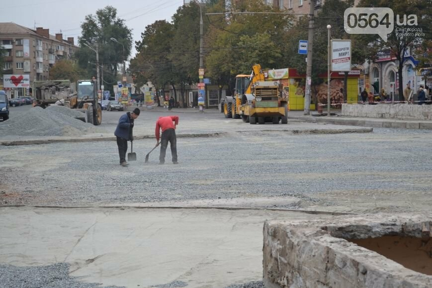 В Кривом Роге ремонтируют участок, на котором 2 с половиной года назад укладывали асфальт ночью (ФОТО), фото-11