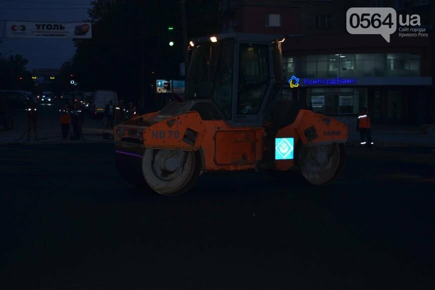 В Кривом Роге ремонтируют участок, на котором 2 с половиной года назад укладывали асфальт ночью (ФОТО), фото-6