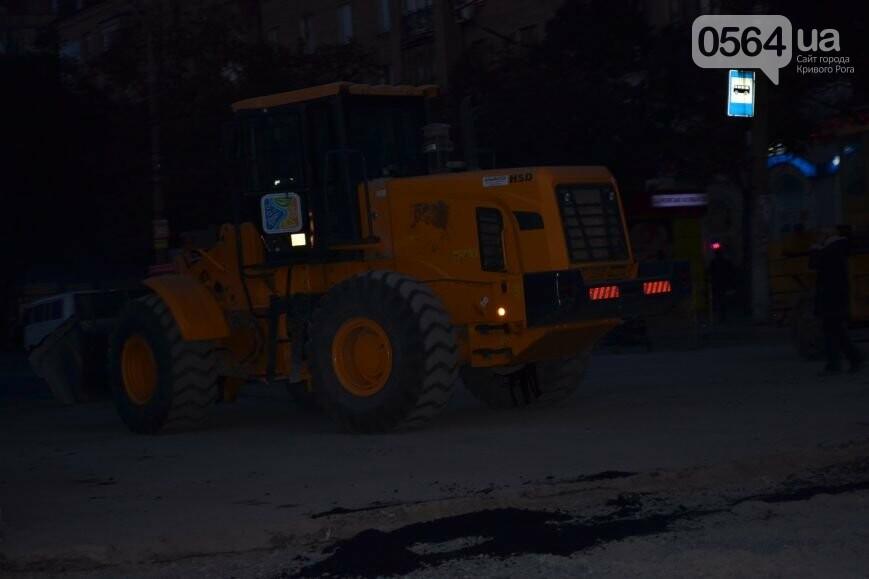 В Кривом Роге ремонтируют участок, на котором 2 с половиной года назад укладывали асфальт ночью (ФОТО), фото-8
