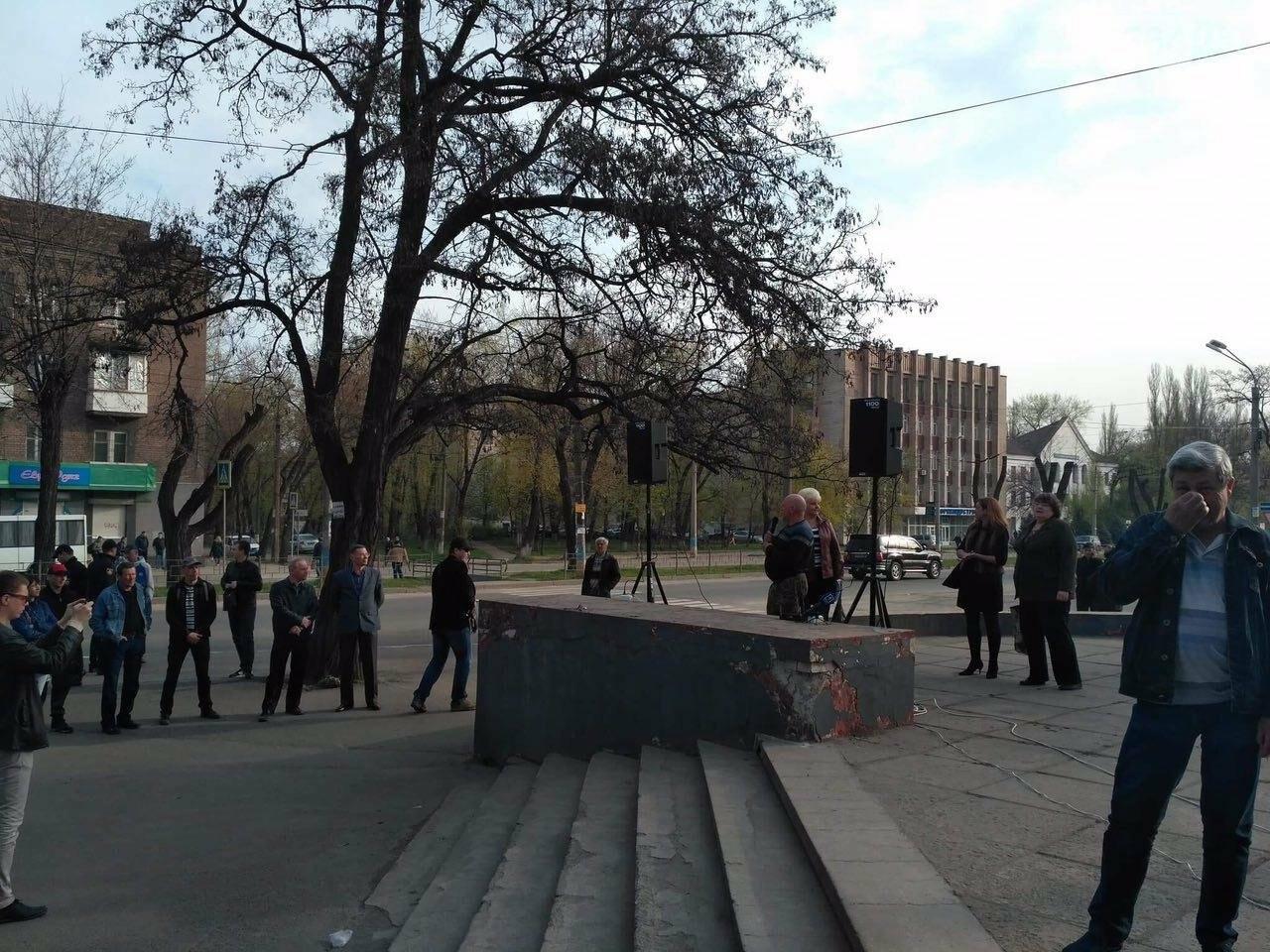 """Утром возле """"ковша"""" митинговали сотрудники """"АрселорМиттал Кривой Рог"""" (ФОТО), фото-1"""
