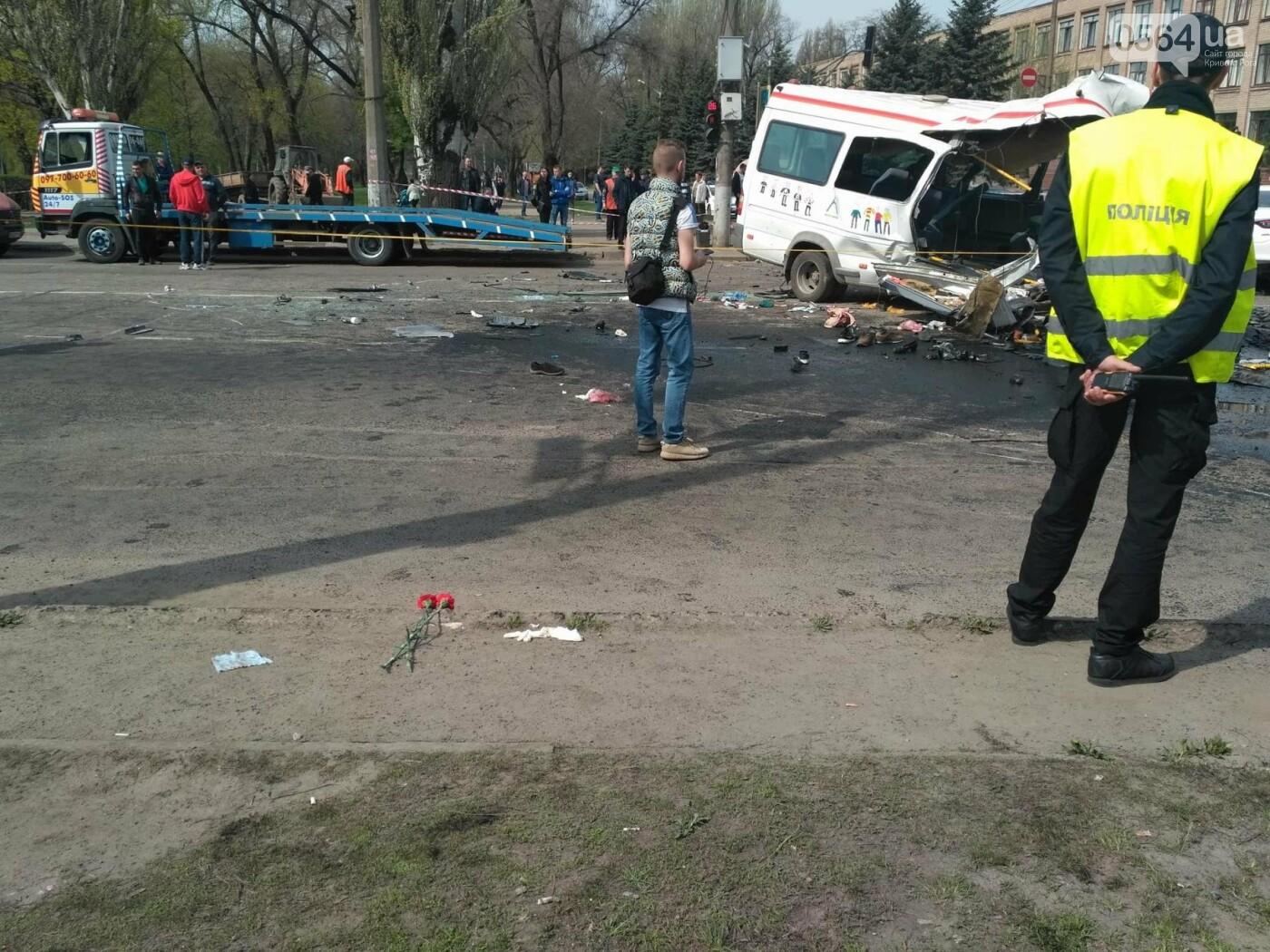 Криворожане начали приносить цветы к месту жуткого ДТП (ФОТО), фото-3
