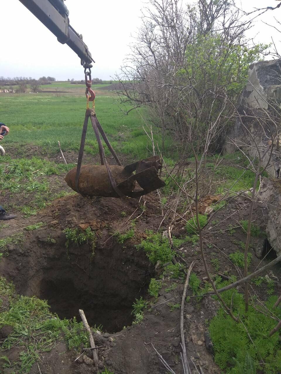На Днепропетровщине взорвали фугасную авиационную бомбу (ФОТО, ВИДЕО), фото-1
