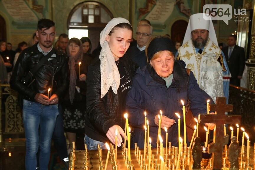 В Кривом Роге провели панихиду по погибшим в жутком ДТП и помолились о здравии пострадавших (ФОТО), фото-5
