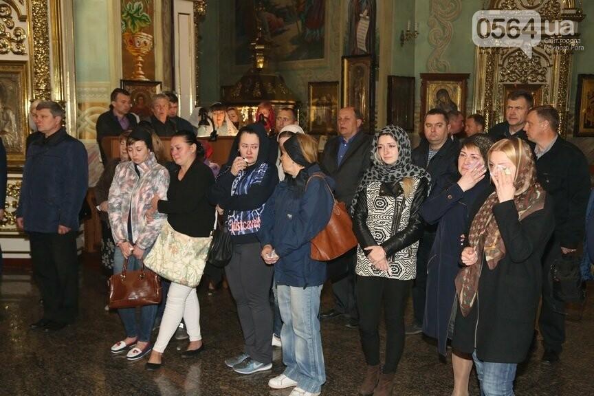 В Кривом Роге провели панихиду по погибшим в жутком ДТП и помолились о здравии пострадавших (ФОТО), фото-4