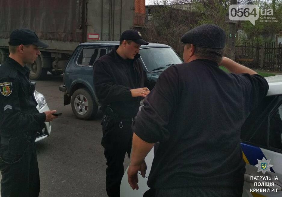 В Кривом Роге: в больнице умер мужчина, пострадавший в ДТП, помолились за погибших в страшной аварии, штрафовали нарушителей ПДД, фото-3