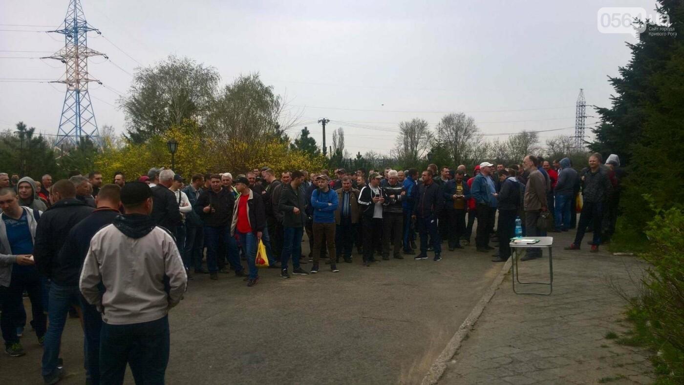 На митинг в Кривом Роге вышли сотрудники СевГОКа. Требовали повысить зарплату (ФОТО), фото-1