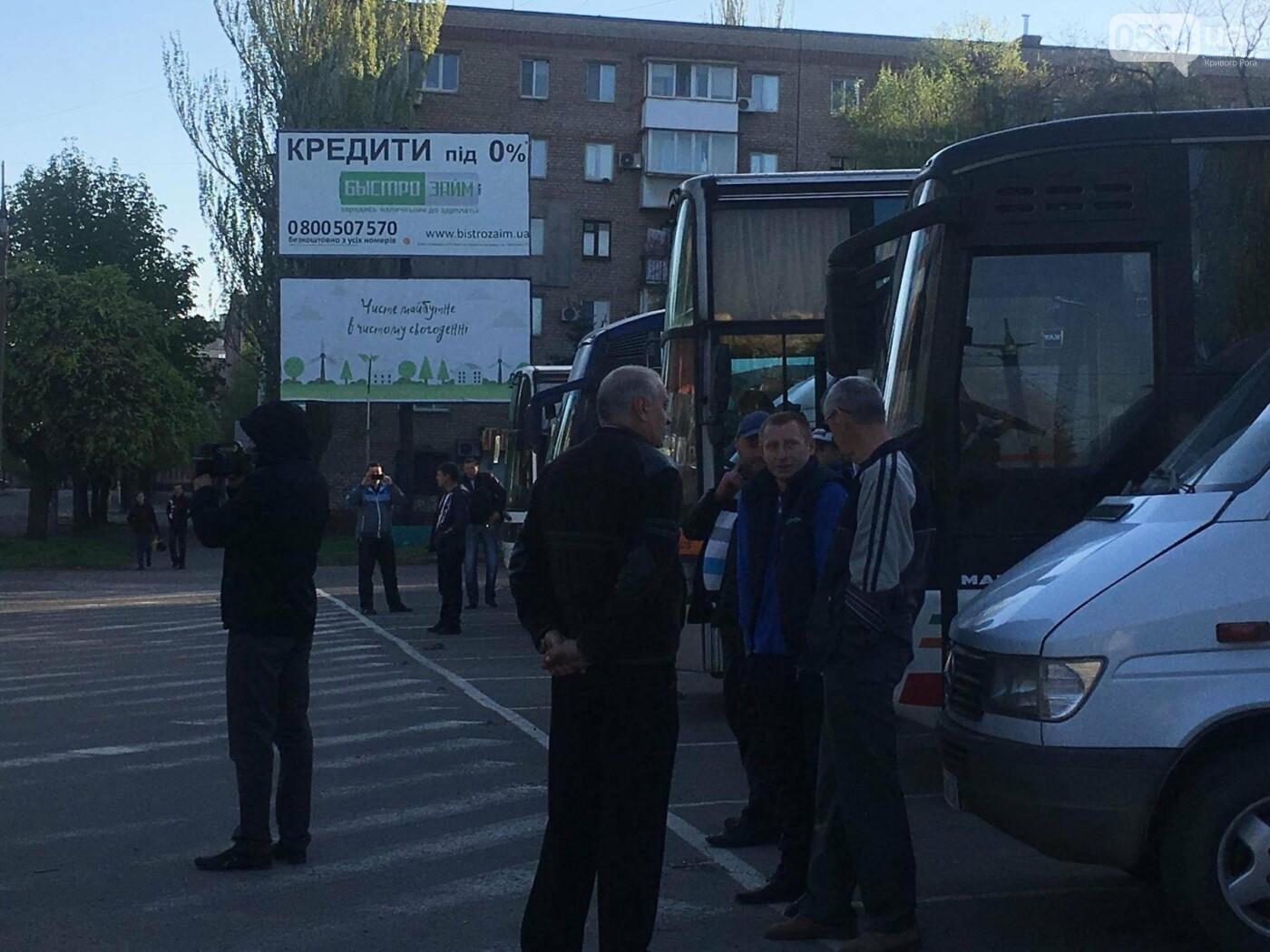 Сотни криворожан сегодня утром выехали на Хортицу, где высадят дубы и установят Крестомеч (ФОТО, ВИДЕО), фото-5
