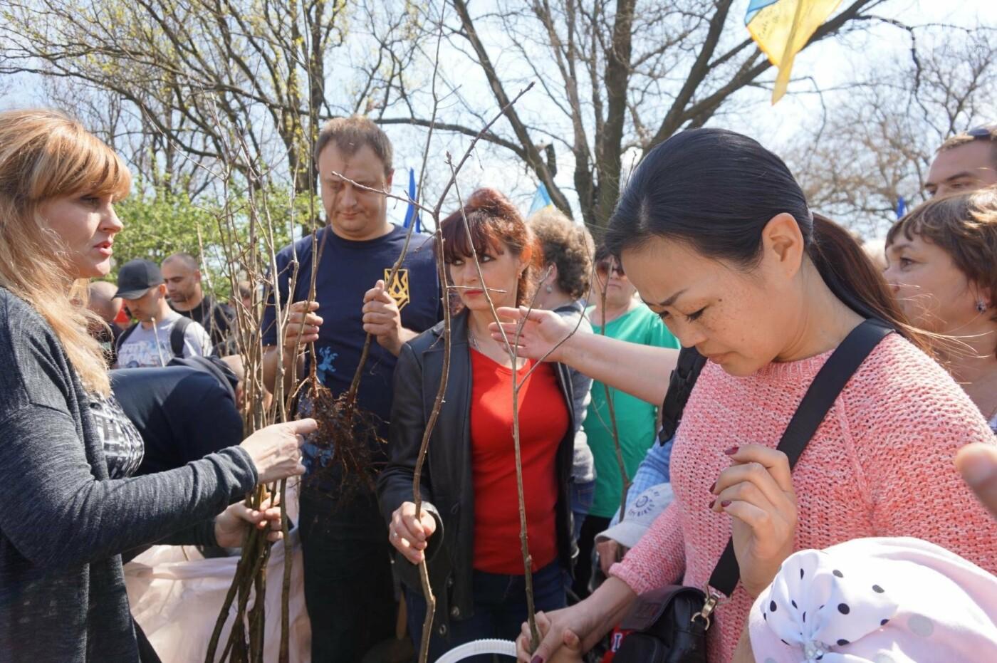 Как криворожане высаживали на Хортице дубраву в память о погибших Героях (ФОТО, ВИДЕО), фото-39