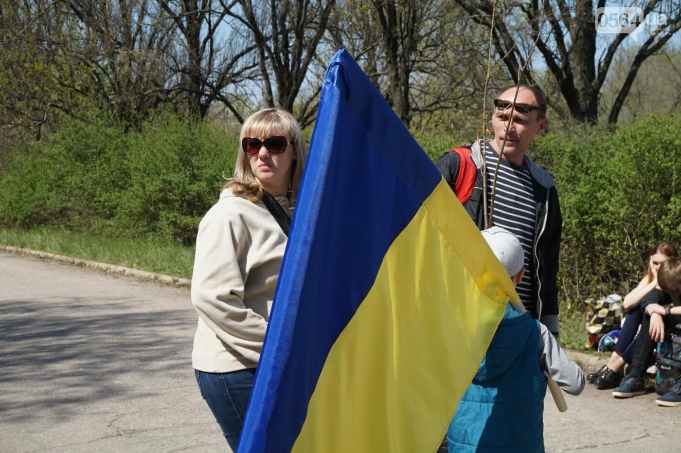 Как криворожане высаживали на Хортице дубраву в память о погибших Героях (ФОТО, ВИДЕО), фото-29