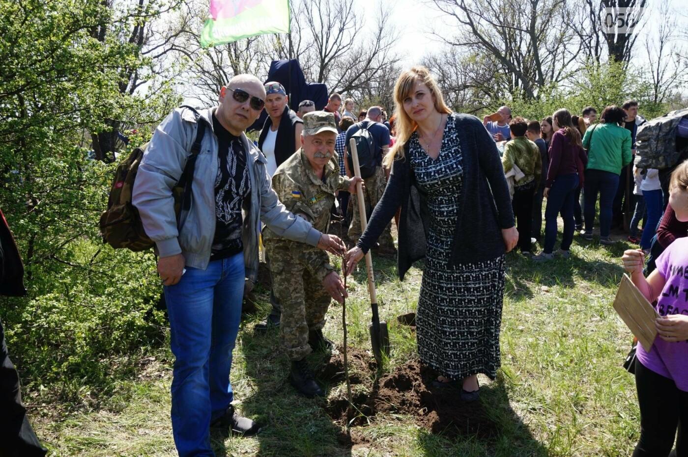 Как криворожане высаживали на Хортице дубраву в память о погибших Героях (ФОТО, ВИДЕО), фото-68