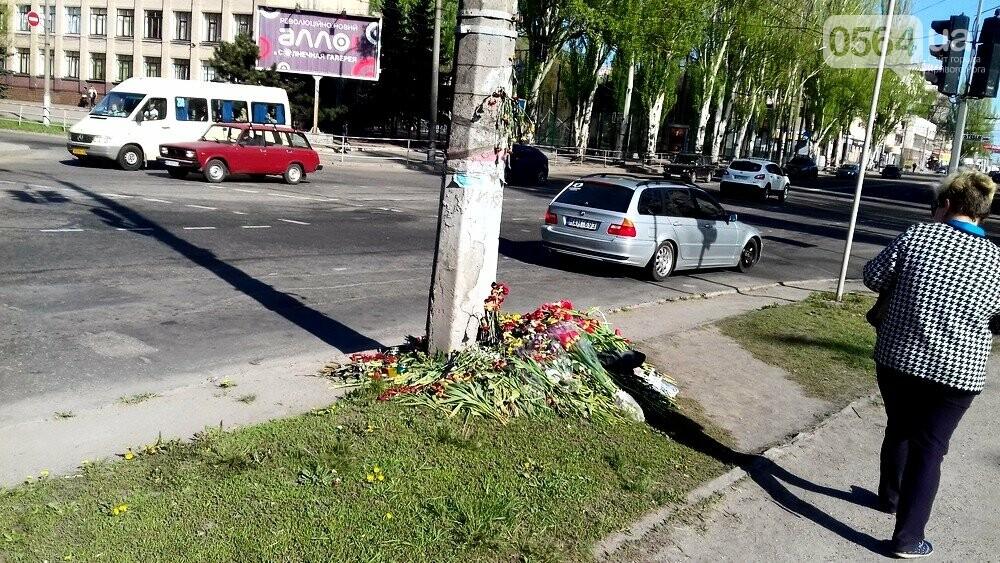 После смертельного ДТП в Кривом Роге проезжую часть рядом с местом аварии обезопасили (ФОТО), фото-6