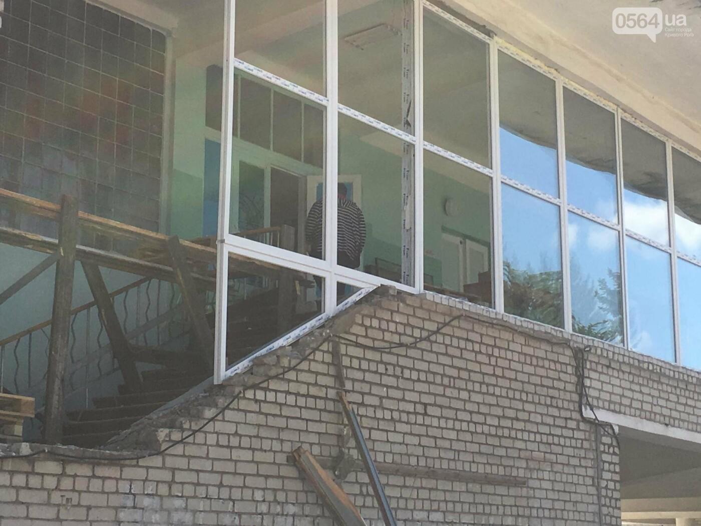 В Кривом Роге перед Дворцом культуры убрали остатки памятника Ленину (ФОТО), фото-2