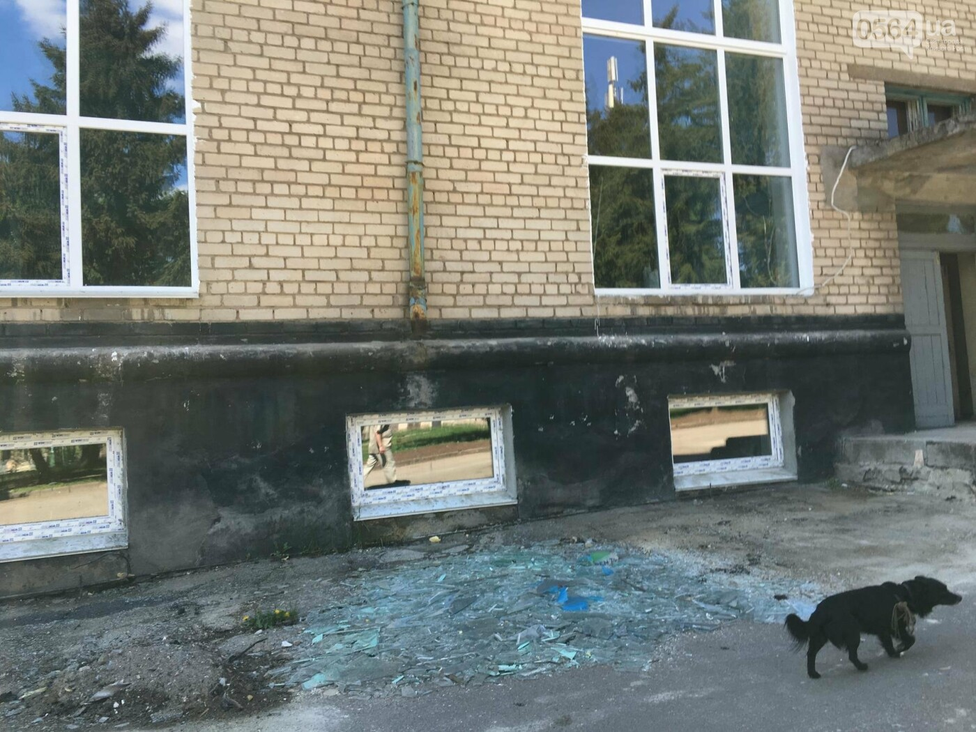 В Кривом Роге перед Дворцом культуры убрали остатки памятника Ленину (ФОТО), фото-7
