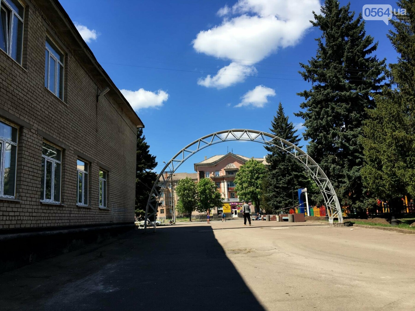 В Кривом Роге перед Дворцом культуры убрали остатки памятника Ленину (ФОТО), фото-15