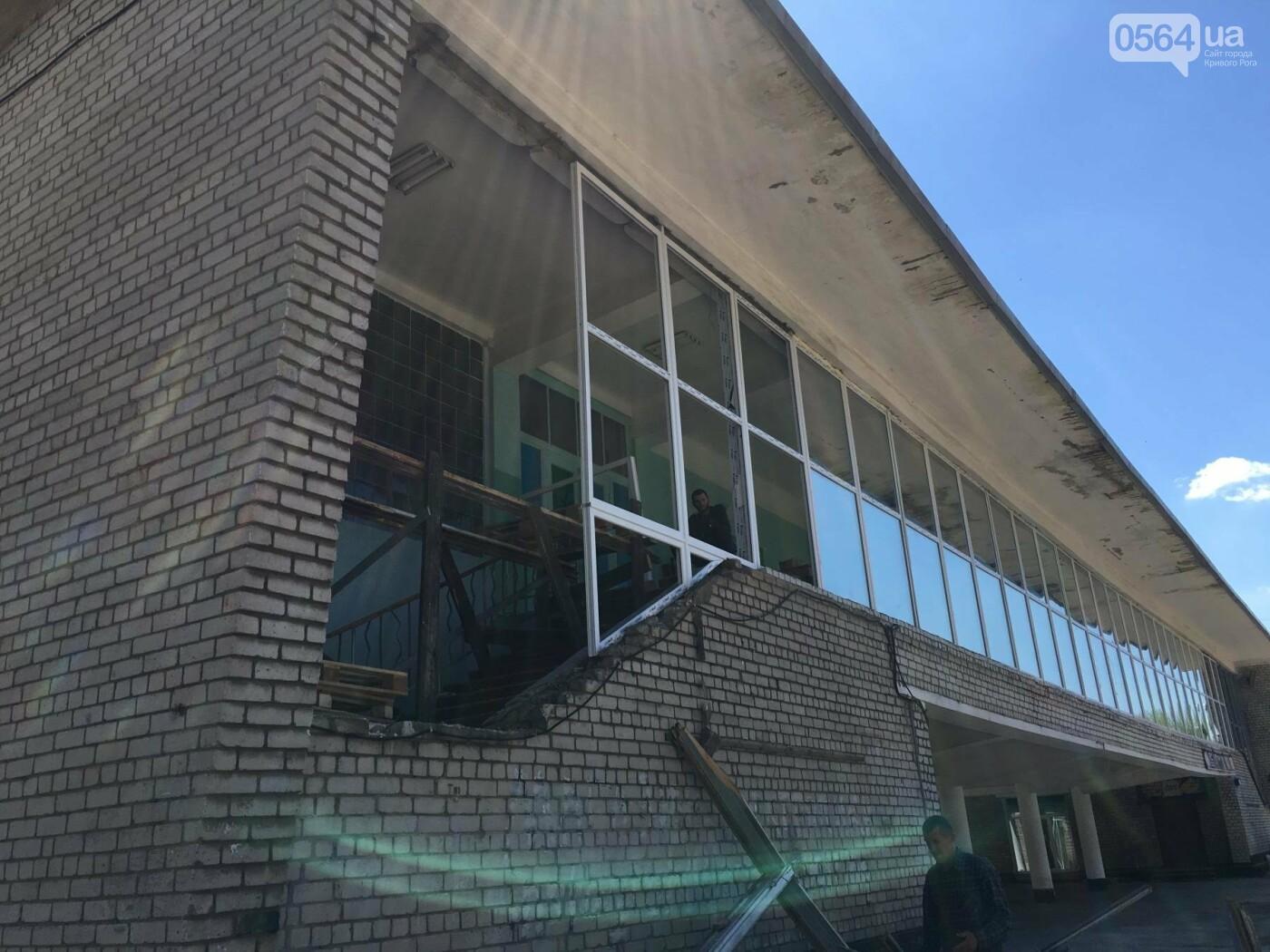 В Кривом Роге перед Дворцом культуры убрали остатки памятника Ленину (ФОТО), фото-5