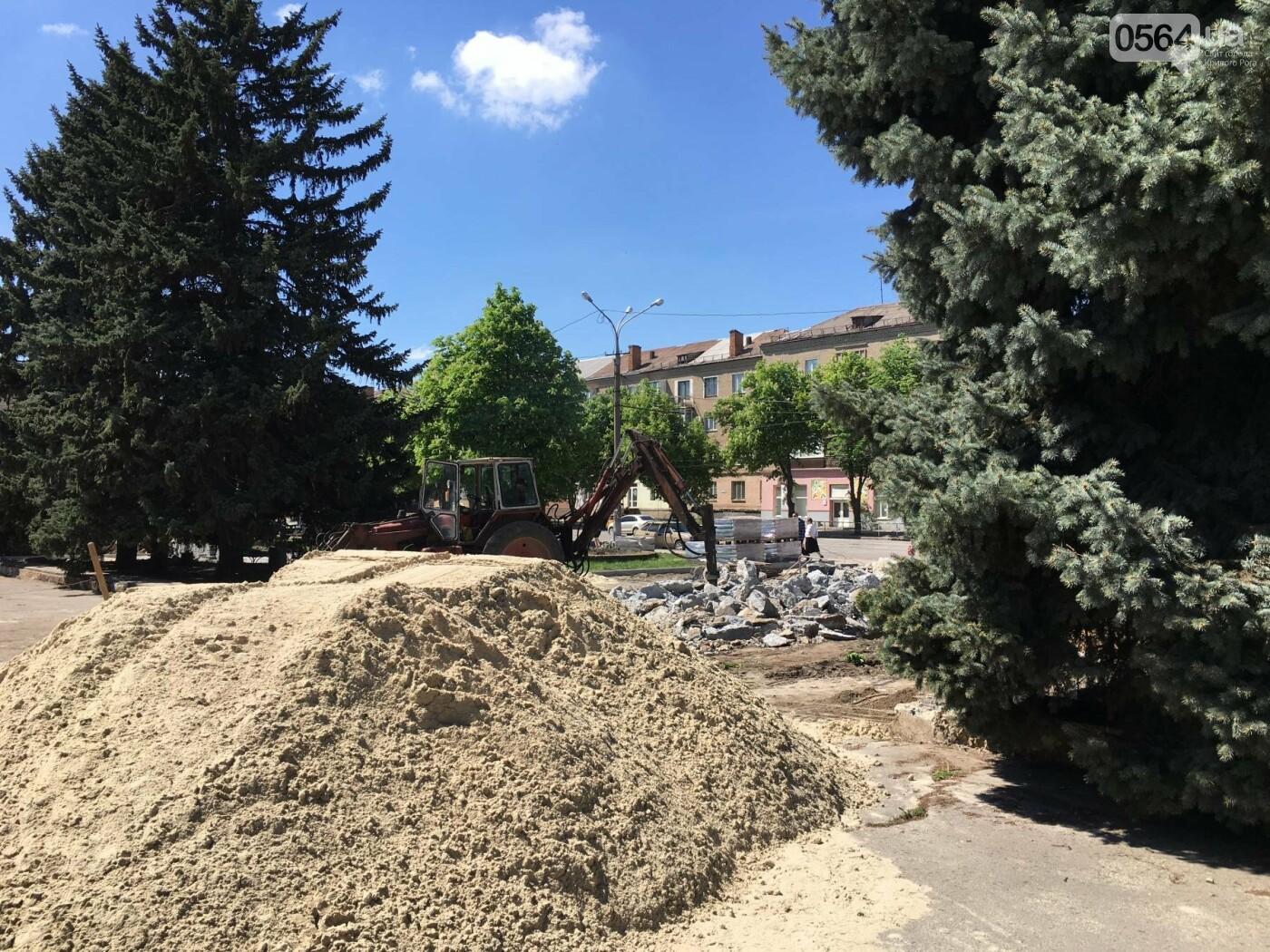 В Кривом Роге перед Дворцом культуры убрали остатки памятника Ленину (ФОТО), фото-23