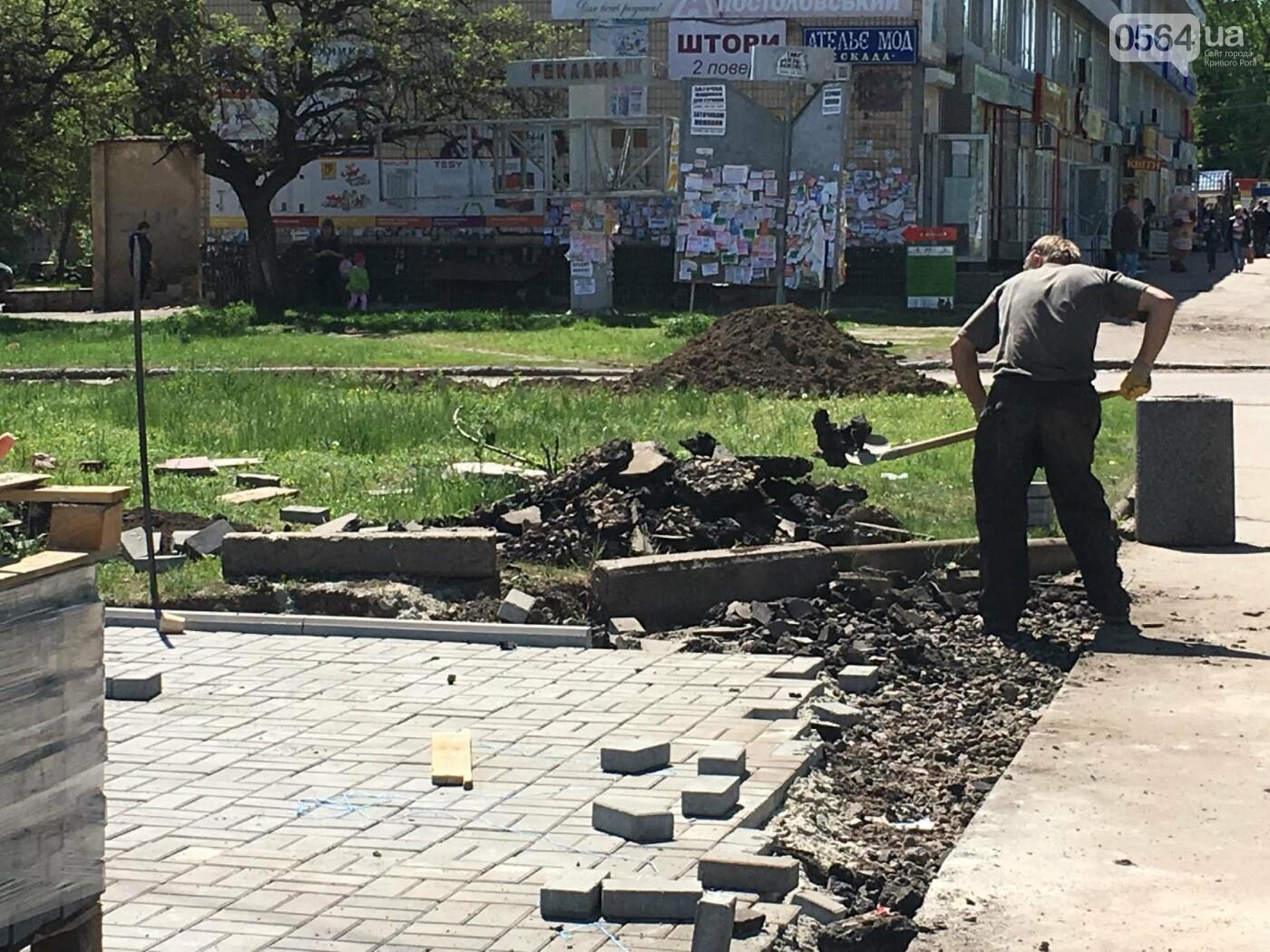 В Кривом Роге перед Дворцом культуры убрали остатки памятника Ленину (ФОТО), фото-6