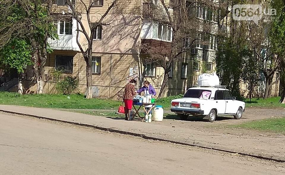 В Кривом Роге пытаются убрать с улиц торговцев колбасой и рыбой (ФОТО), фото-16