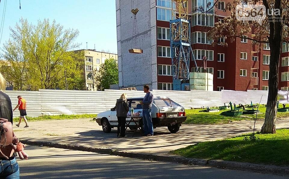 В Кривом Роге пытаются убрать с улиц торговцев колбасой и рыбой (ФОТО), фото-15