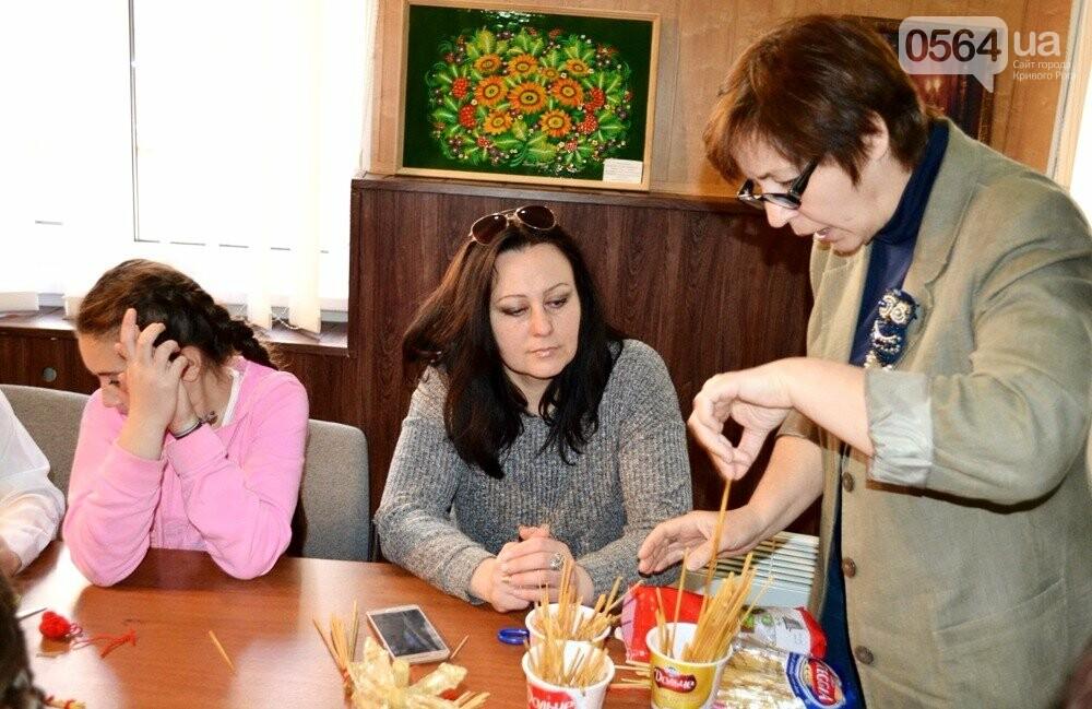 """Криворожане на выходных учились создавать """"предвестников добра"""" из соломы (ФОТО), фото-3"""