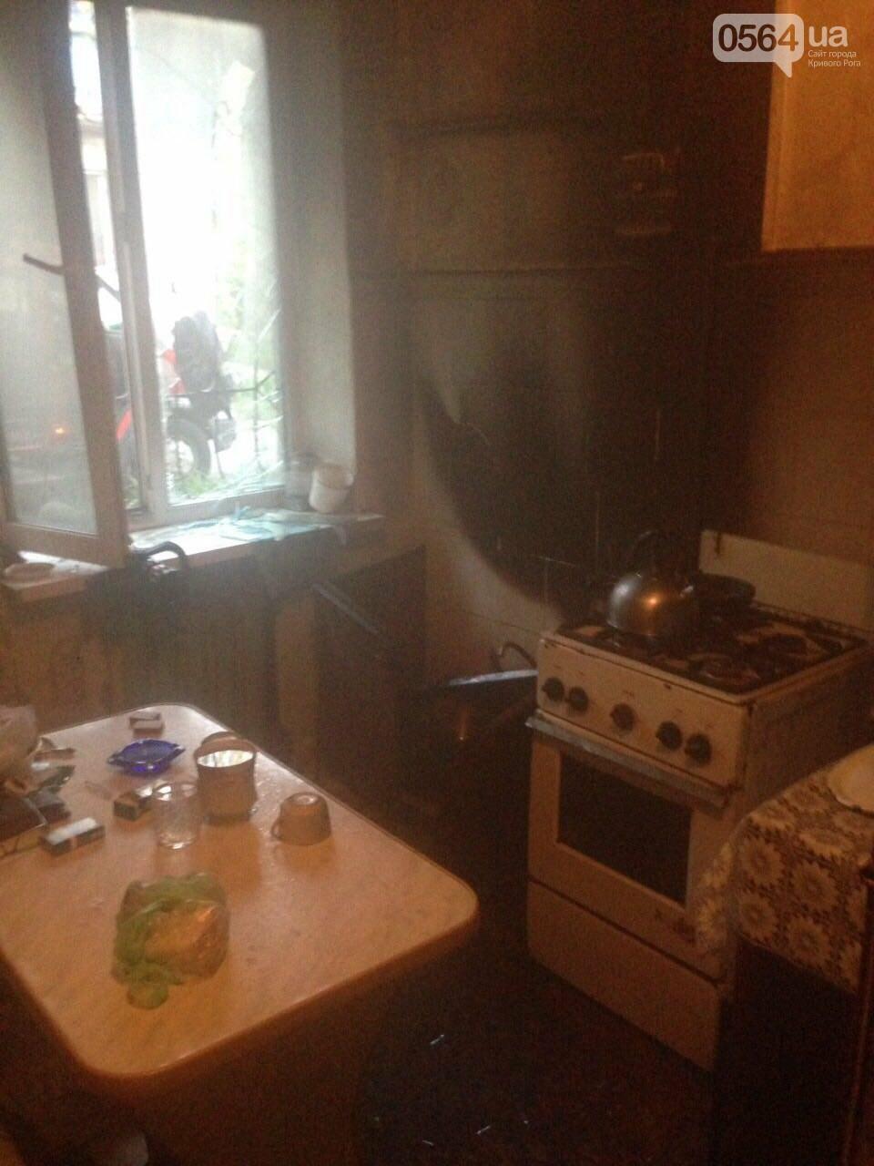 В Кривом Роге спасатели вынесли из горящей квартиры пенсионерку (ФОТО) , фото-1