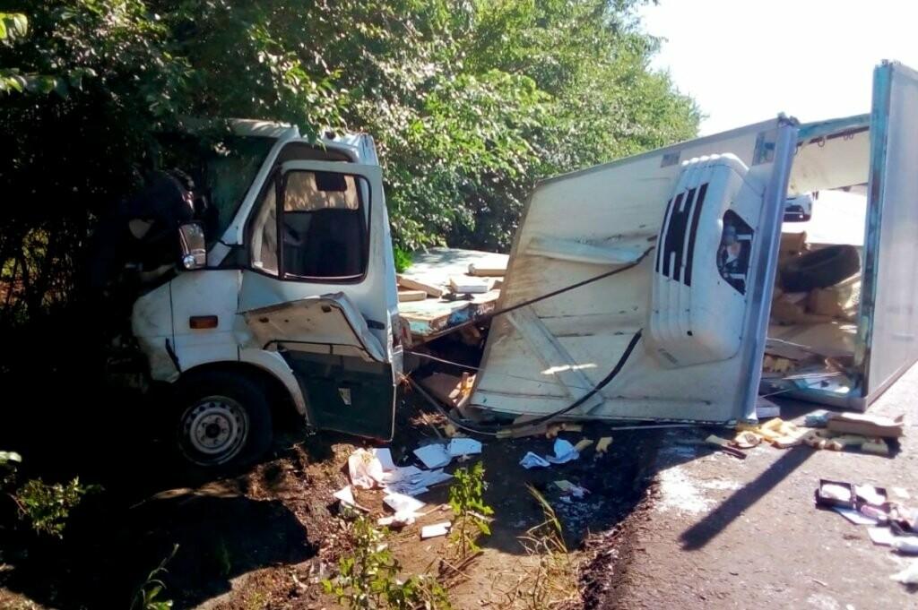 На трассе Днепр-Кривой Рог столкнулись два микроавтобуса. Пострадали трое, - ФОТО, фото-2