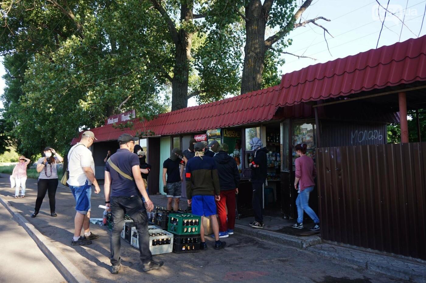 """""""При Януковиче такого не было..."""": криворожанка негодовала из-за закрытия активистами """"наливайки"""", - ФОТО, ВИДЕО, фото-24"""