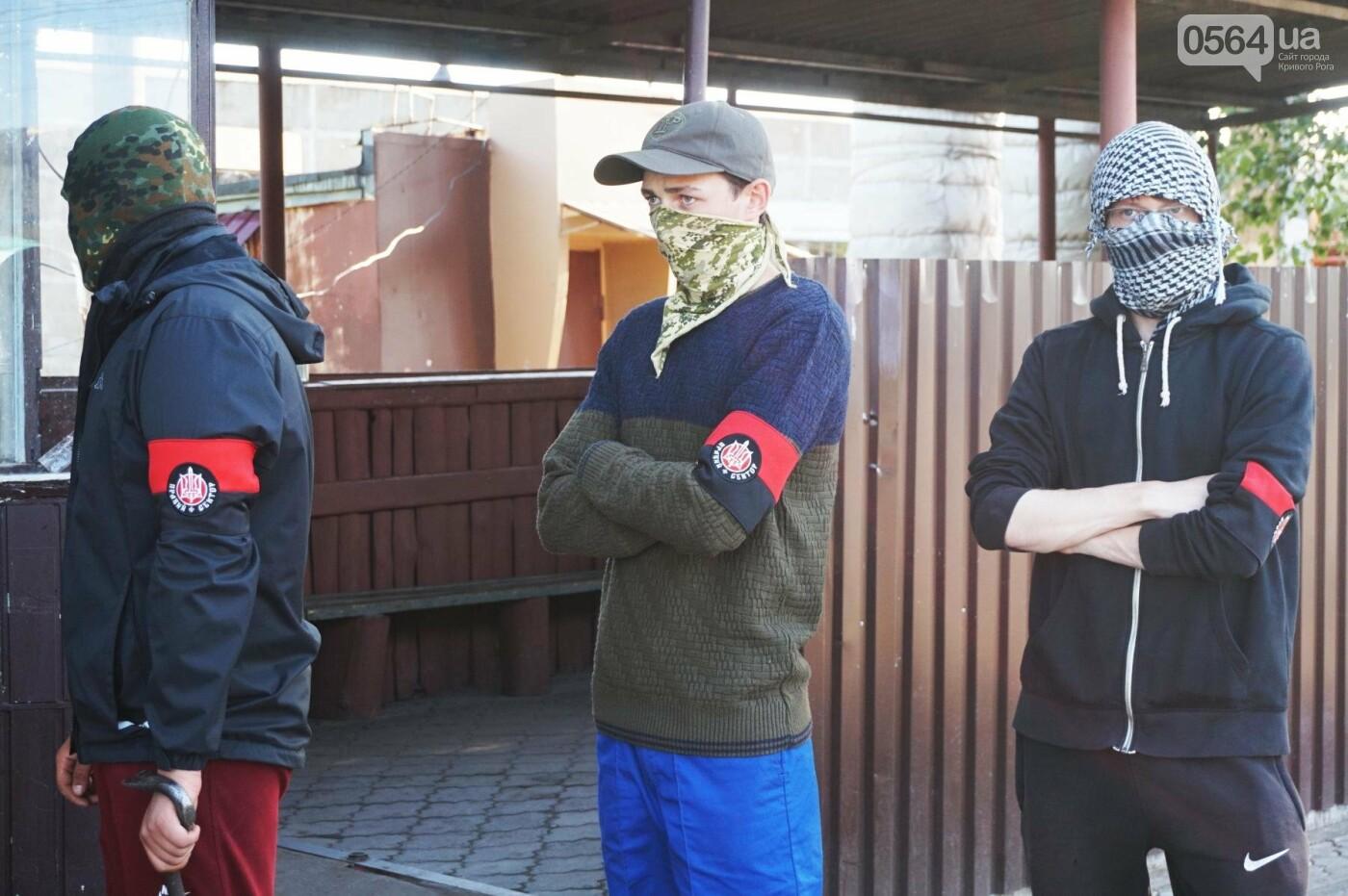 """""""При Януковиче такого не было..."""": криворожанка негодовала из-за закрытия активистами """"наливайки"""", - ФОТО, ВИДЕО, фото-16"""