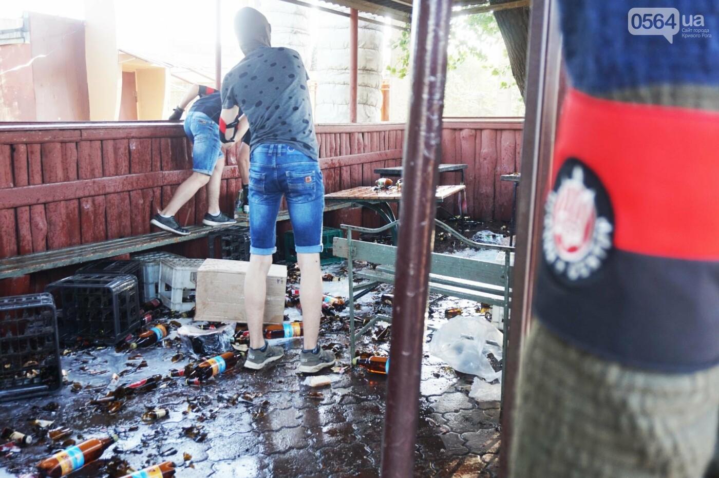 """""""При Януковиче такого не было..."""": криворожанка негодовала из-за закрытия активистами """"наливайки"""", - ФОТО, ВИДЕО, фото-38"""