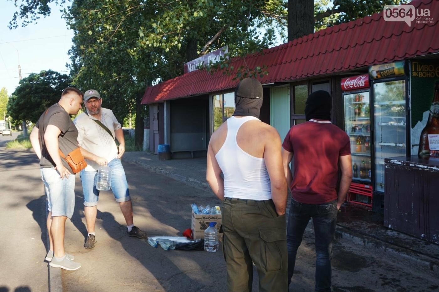 """""""При Януковиче такого не было..."""": криворожанка негодовала из-за закрытия активистами """"наливайки"""", - ФОТО, ВИДЕО, фото-31"""
