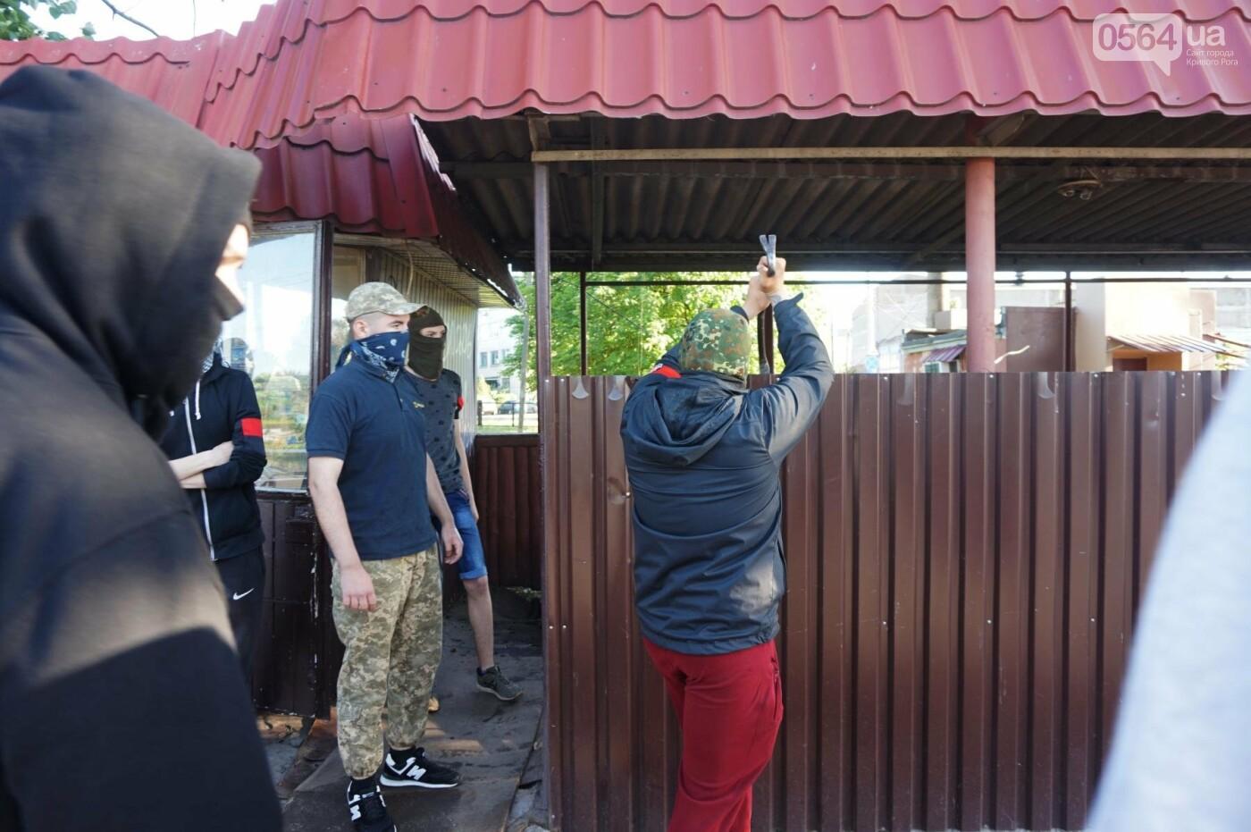 """""""При Януковиче такого не было..."""": криворожанка негодовала из-за закрытия активистами """"наливайки"""", - ФОТО, ВИДЕО, фото-28"""