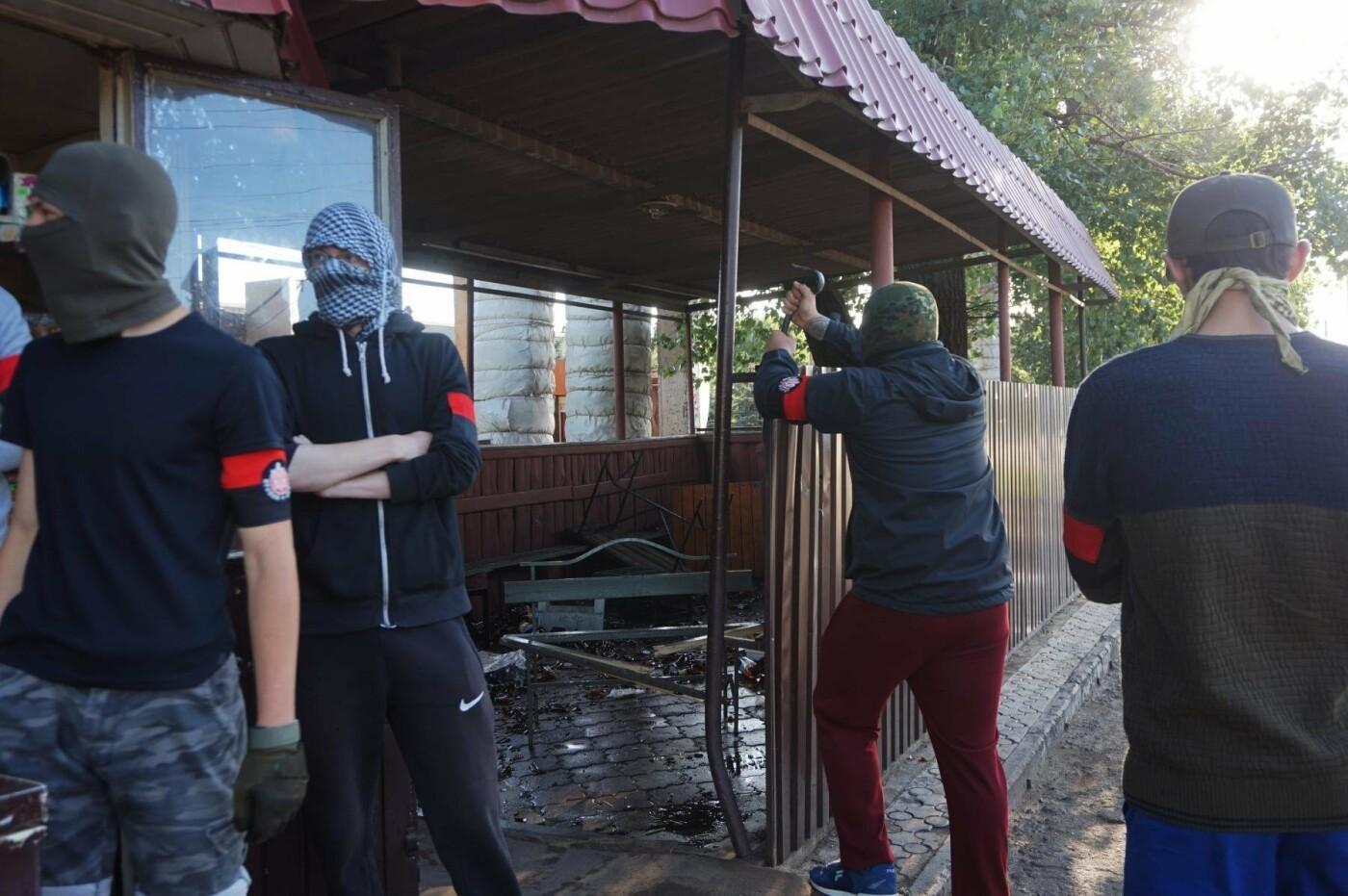 """""""При Януковиче такого не было..."""": криворожанка негодовала из-за закрытия активистами """"наливайки"""", - ФОТО, ВИДЕО, фото-29"""