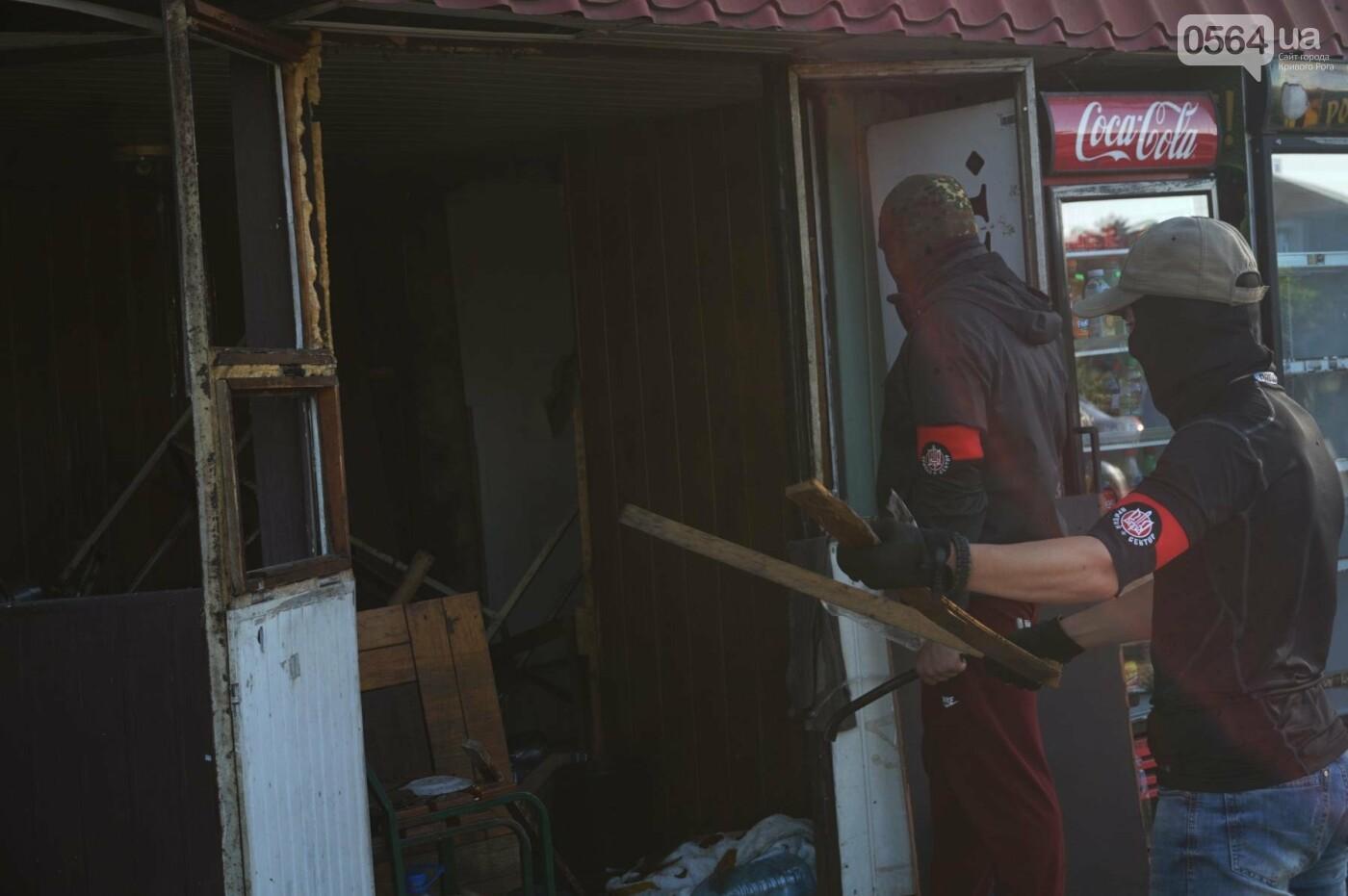 """""""При Януковиче такого не было..."""": криворожанка негодовала из-за закрытия активистами """"наливайки"""", - ФОТО, ВИДЕО, фото-27"""