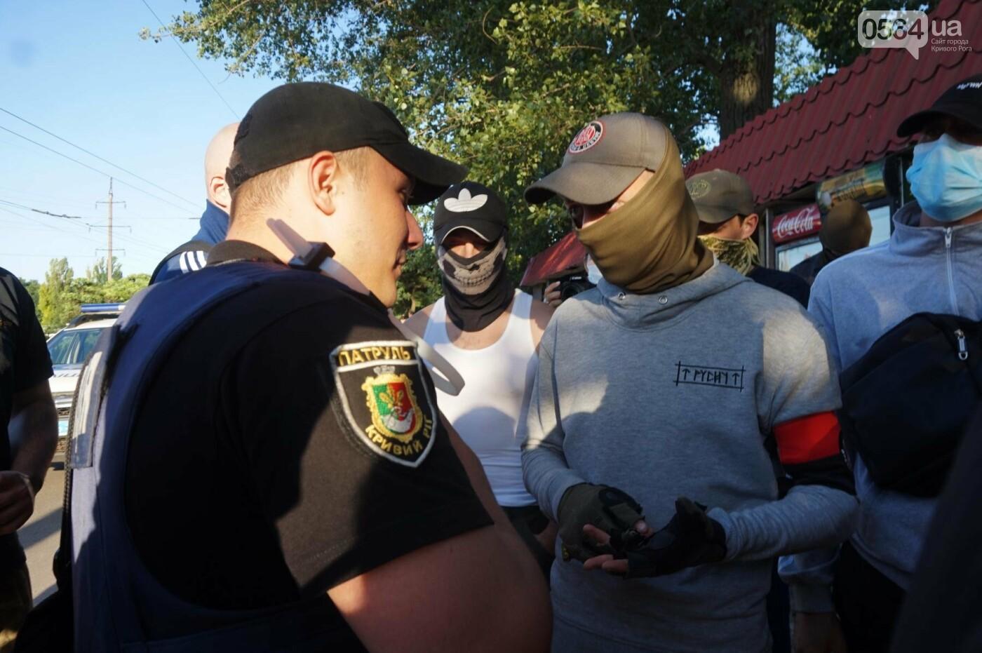 """""""При Януковиче такого не было..."""": криворожанка негодовала из-за закрытия активистами """"наливайки"""", - ФОТО, ВИДЕО, фото-49"""