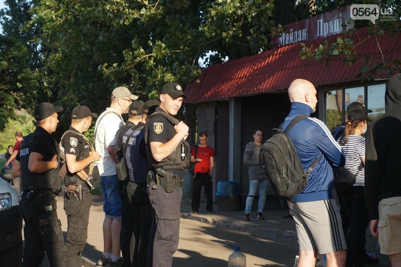 """""""При Януковиче такого не было..."""": криворожанка негодовала из-за закрытия активистами """"наливайки"""", - ФОТО, ВИДЕО, фото-52"""
