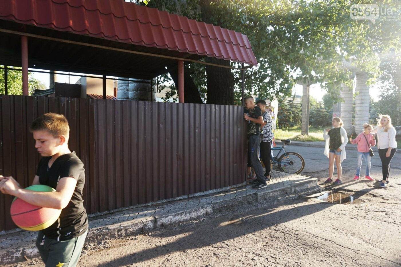 """""""При Януковиче такого не было..."""": криворожанка негодовала из-за закрытия активистами """"наливайки"""", - ФОТО, ВИДЕО, фото-69"""
