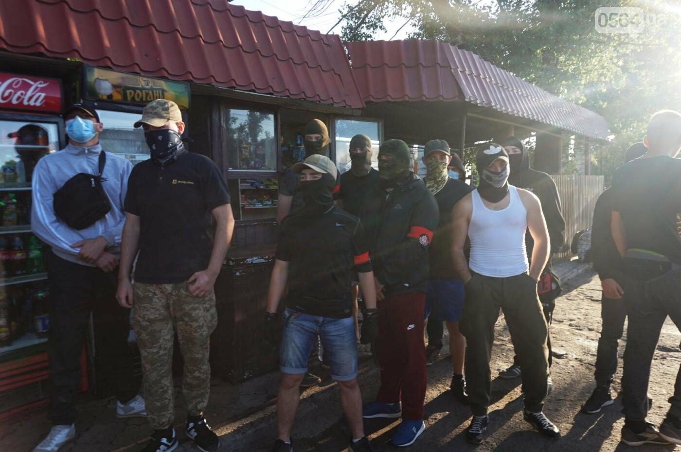 """""""При Януковиче такого не было..."""": криворожанка негодовала из-за закрытия активистами """"наливайки"""", - ФОТО, ВИДЕО, фото-48"""