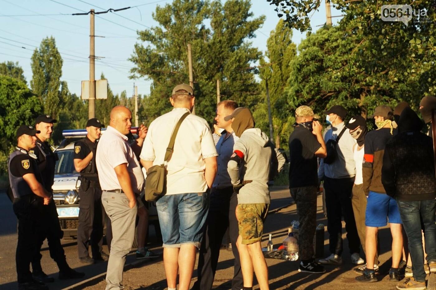 """""""При Януковиче такого не было..."""": криворожанка негодовала из-за закрытия активистами """"наливайки"""", - ФОТО, ВИДЕО, фото-57"""