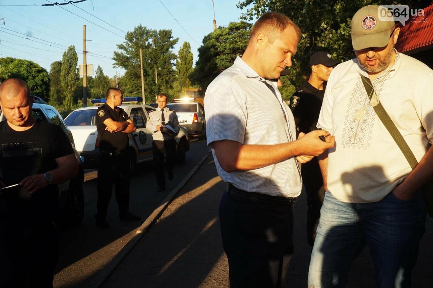 """""""При Януковиче такого не было..."""": криворожанка негодовала из-за закрытия активистами """"наливайки"""", - ФОТО, ВИДЕО, фото-88"""
